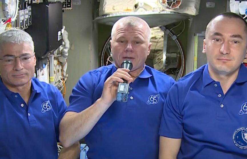 Члены экипажа МКС поздравили жителей Земли с Днем Победы