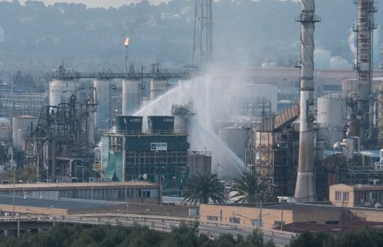 Один человек погиб при взрыве на химическом заводе в Барселоне