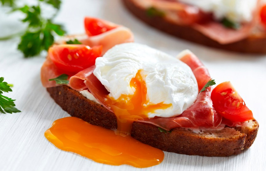 Как в ресторане: готовим яйцо пашот в микроволновке за 5 минут