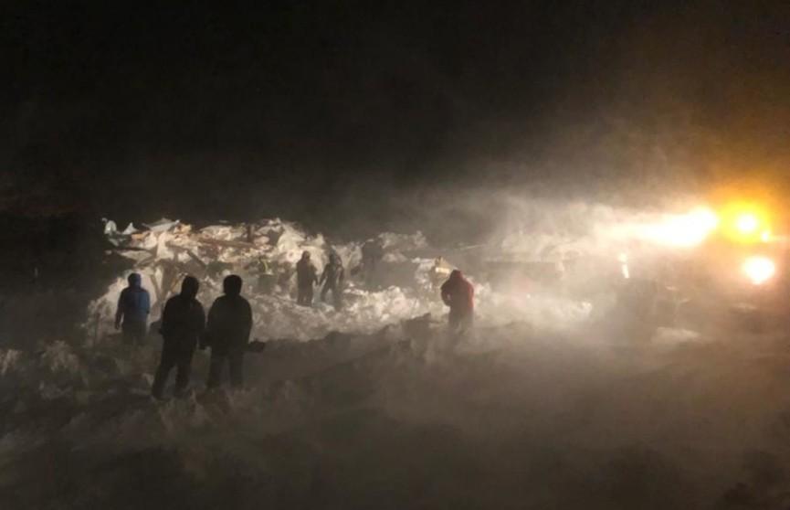 Три человека погибли из-за схода лавины под Норильском