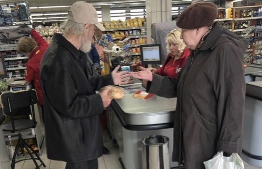 Пенсионеру в России отказались продать хлеб за мелочь