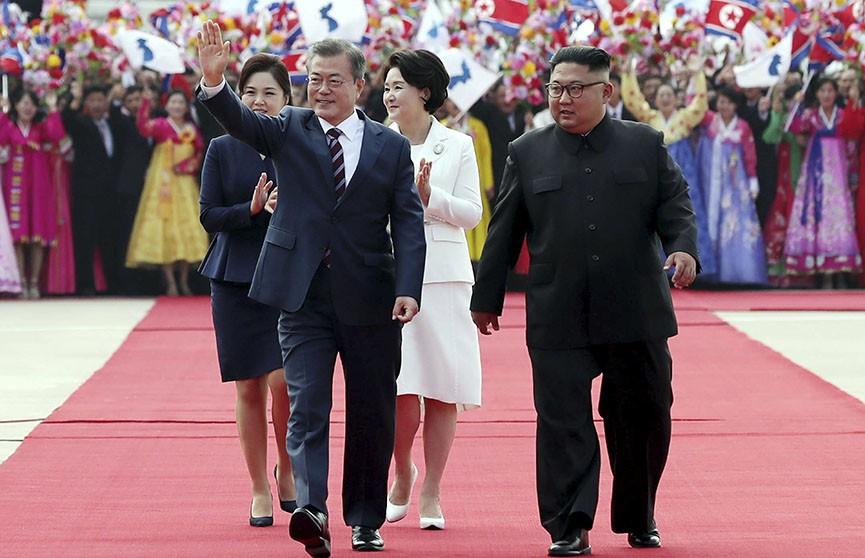 Ким Чен Ын накормил лидера Южной Кореи корнями колокольчика