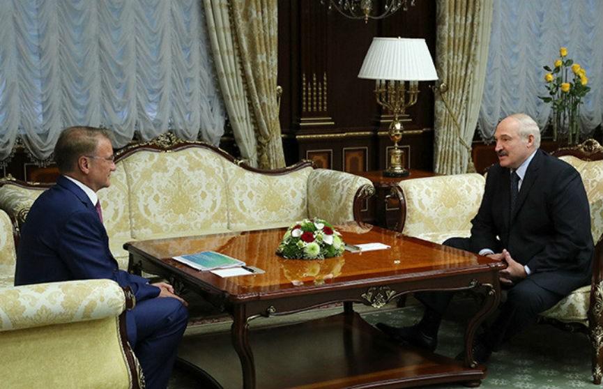 «Это действительно украшение нашей Беларуси». Президент поблагодарил главу «Сбербанка России» за новый фонтан