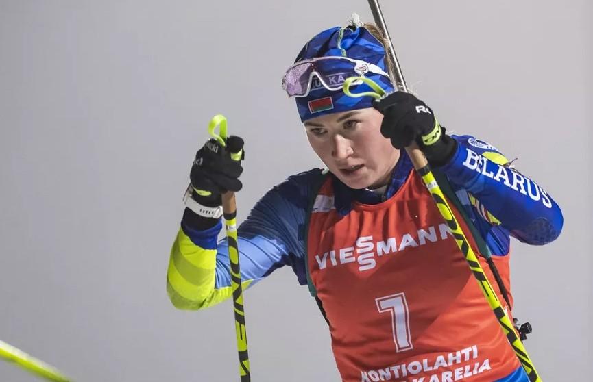 Динара Алимбекова выиграла серебро в преследовании на этапе КМ по биатлону