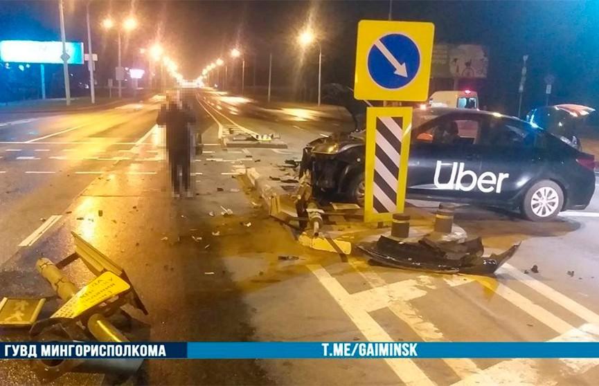 Таксист уснул за рулем и протаранил светофор в Минске