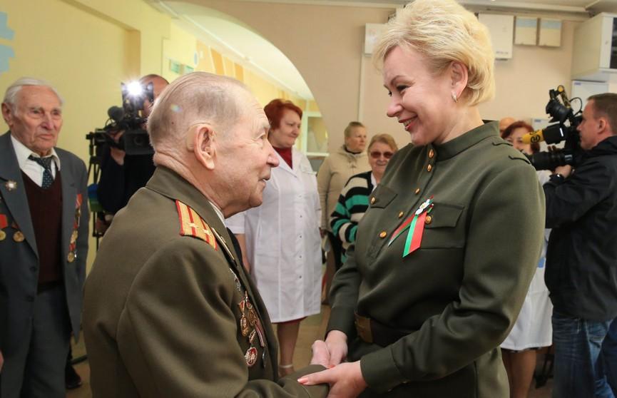 Ирина Костевич навестила ветеранов ВОВ в Республиканском интернате ветеранов войны и труда