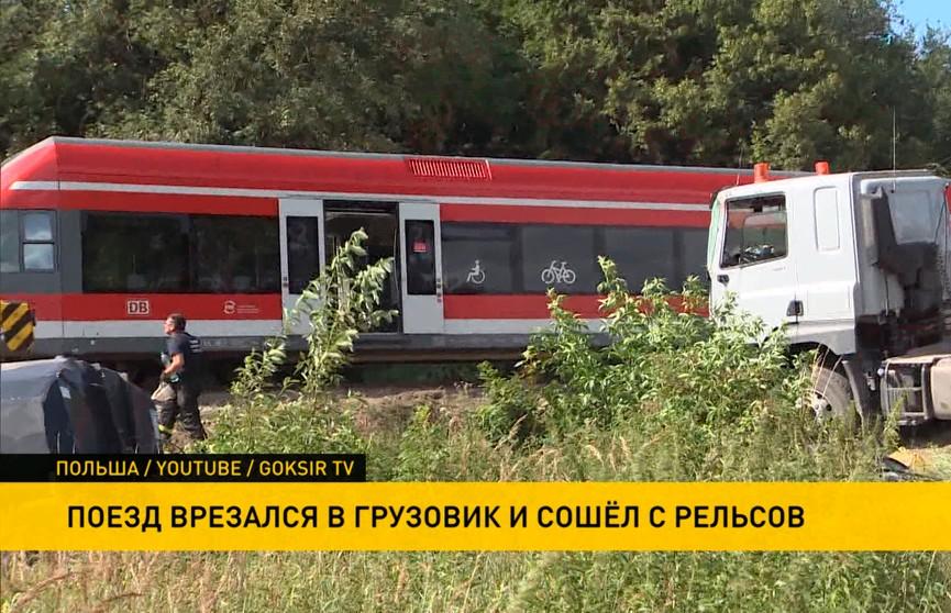 Поезд врезался в грузовик и сошел с рельсов: 8 человек пострадали, 40 – эвакуированы