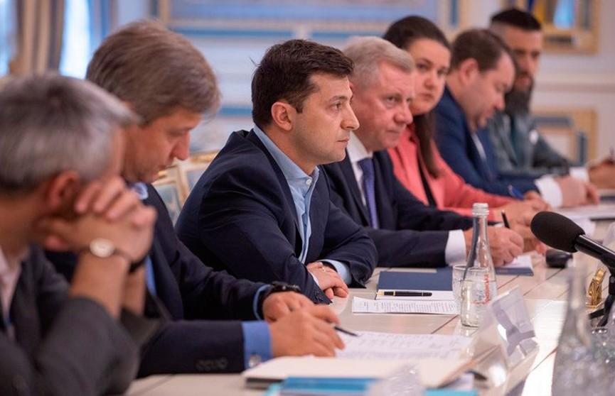 Зеленский уволил 15 губернаторов, а хотел всех