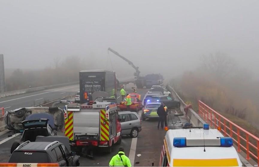 Массовая авария в Германии: около 20 машин столкнулись на трассе