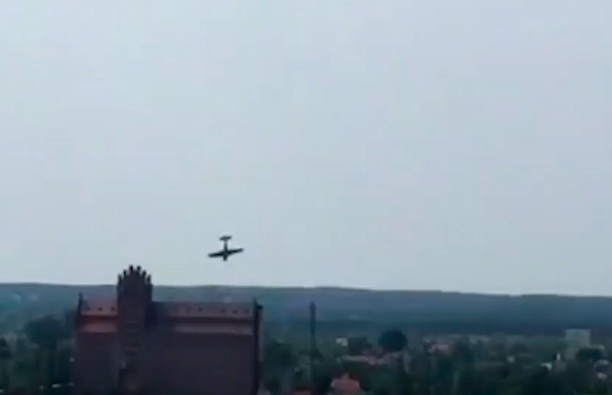 Крушение самолёта на авиашоу в Польше попало на видео. Пилот погиб