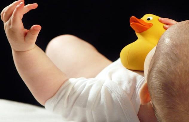 Мать передала через поцелуй смертельный для младенца вирус