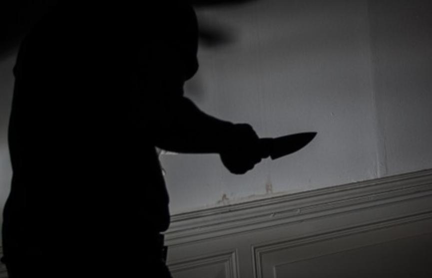Нервный темнокожий мужчина с ножом требовал у украинских полицейских застрелить его
