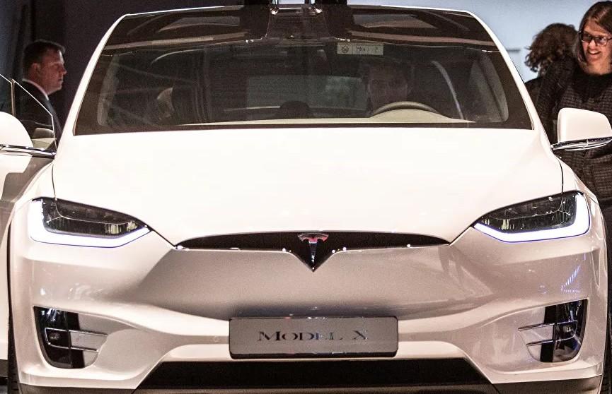 Хакеры-угонщики взломали защиту электрокара Tesla за несколько минут