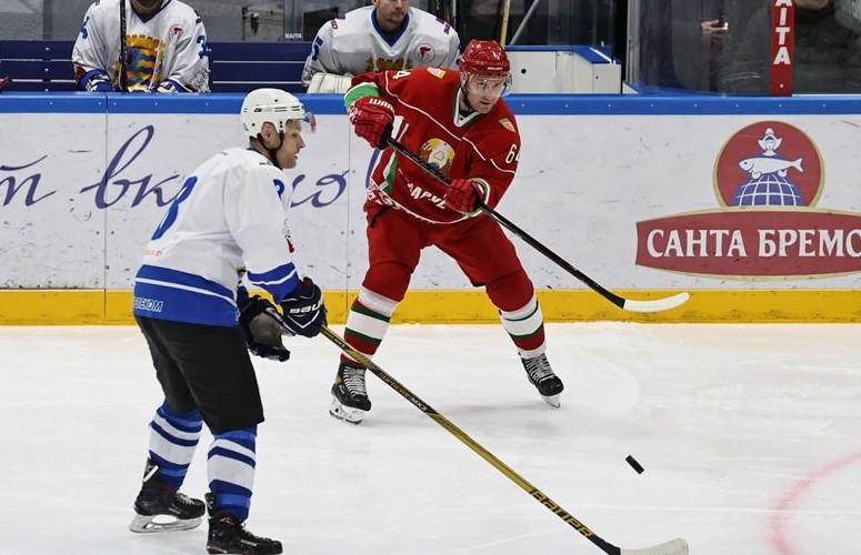 Хоккейная команда Президента одержала победу над сборной Минской области в матче любительского турнира