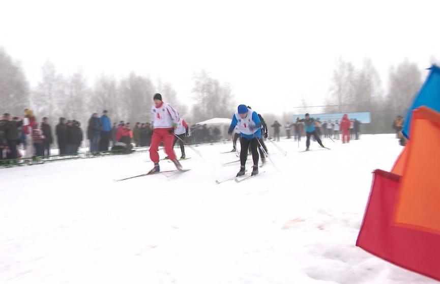 Сотрудники МВД вышли на лыжню: за медали боролись 12 команд