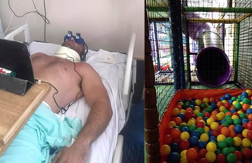 Мужчину парализовало после игры с дочерью в детском центре