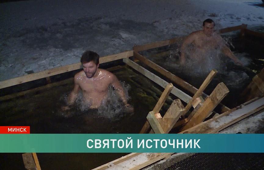 Крещение Господне. Смельчаки окунаются в ледяную воду. Как же выйти из воды если не сухим, то хотя бы живым-здоровым?