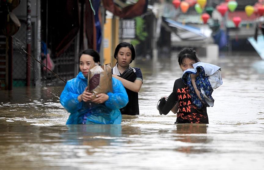 Масштабное наводнение на юге Вьетнама: многие города затоплены