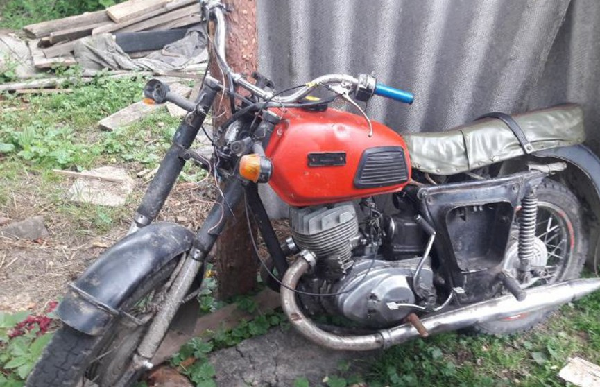Из-за палки опрокинулся 18-летний мотоциклист в Ветковском районе