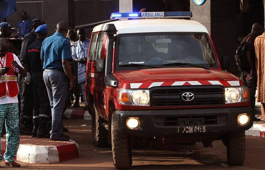 Не менее шести человек погибли при взрыве скорой помощи в Мали