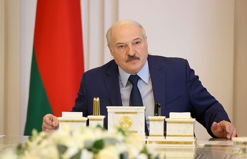 Лукашенко о посевной: Пока, мужики, отстаем.  Работайте сутки, как хотите