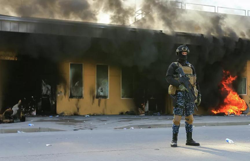 Возле посольства США в Багдаде упали три ракеты