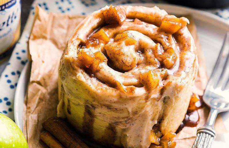 Как приготовить пышные синнабоны с яблоком и корицей к чаю?