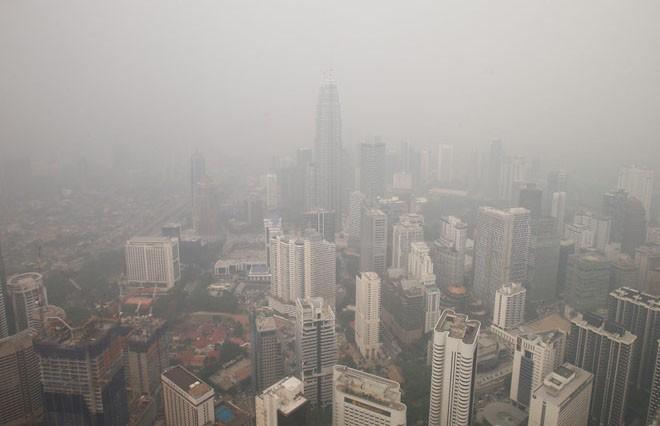 В Малайзии закрыли более 400 школ из-за смога от лесных пожаров
