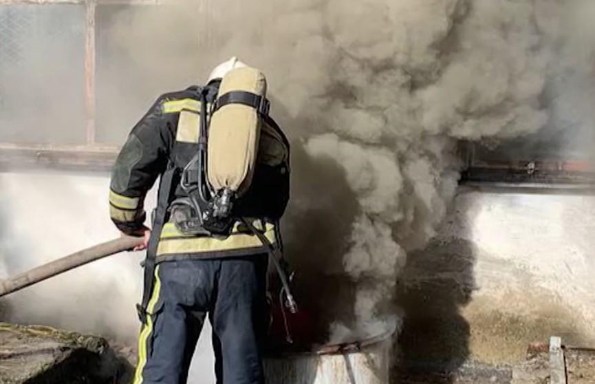 Пожар на заводе пластмасс в Симферополе охватил почти 1200 квадратных метров