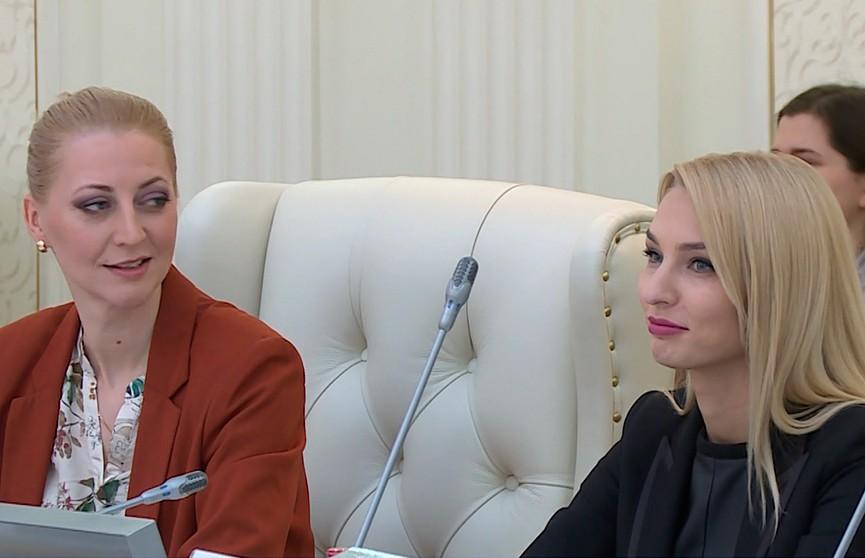 Лучших журналистов, которые освещают вопросы развития экспортного потенциала Беларуси, наградили в Минске: среди них – команда телеканала ОНТ