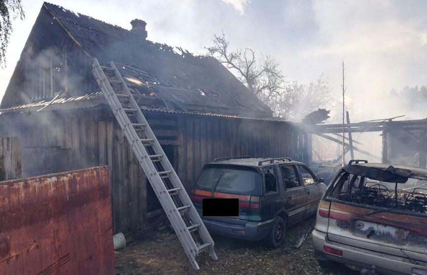 В Лельчицком районе сжигали мусор. Сгорели дом, два сарая и три авто