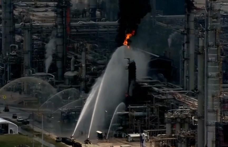 Крупный пожар в Техасе: горит нефтеперерабатывающий завод