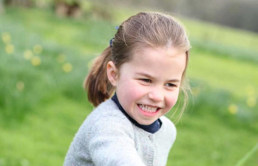 Кейт Миддлтон поделилась милейшим снимком очаровательной принцессы Шарлотты