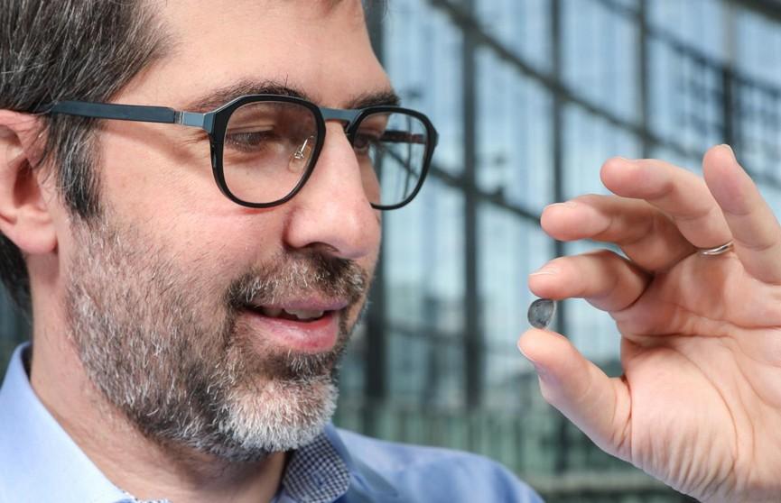 Швейцарские ученые изобрели имплантат сетчатки глаза, который может позволить слепым видеть