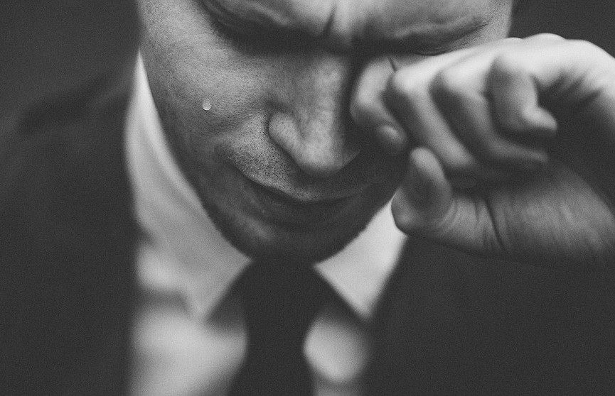 «Мужчины не плачут»: чем этот стереотип вреден для мужчин