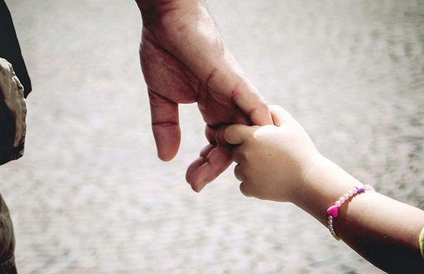 Мужчина похитил свою дочь и вывез из Беларуси. Его задержали в Литве