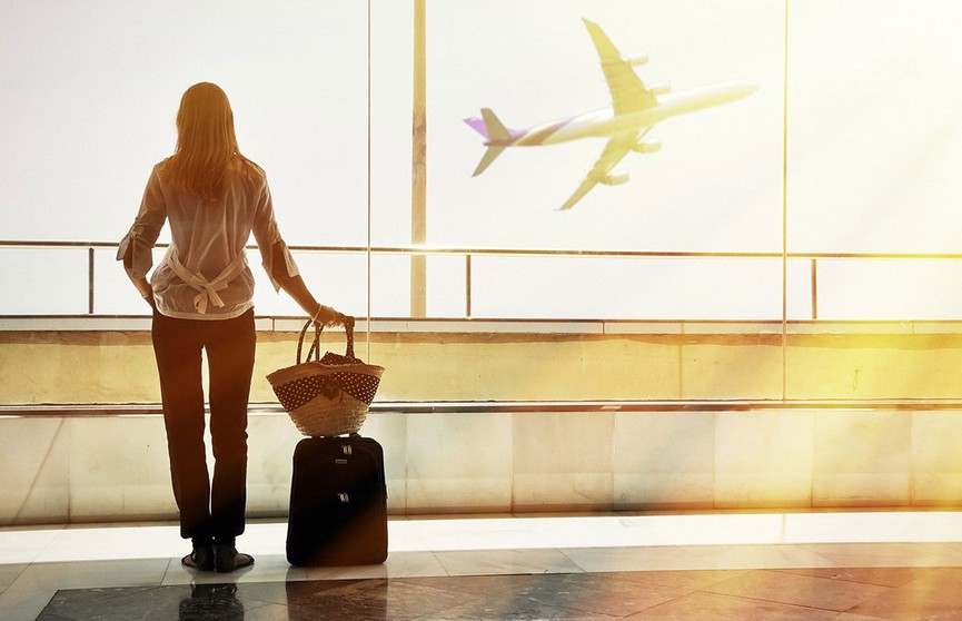 Названы самые раздражающие привычки туристов в аэропорту и самолете