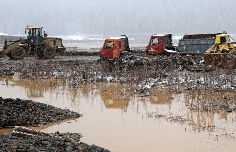Названа основная версия причины прорыва дамбы в Красноярском крае