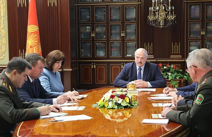 Лукашенко собрал во Дворце Независимости срочное совещание с членами Совбеза
