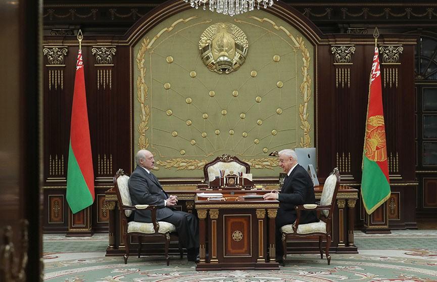 Лукашенко про ЕАЭС: Мы должны наконец-то начать строительство этого союза