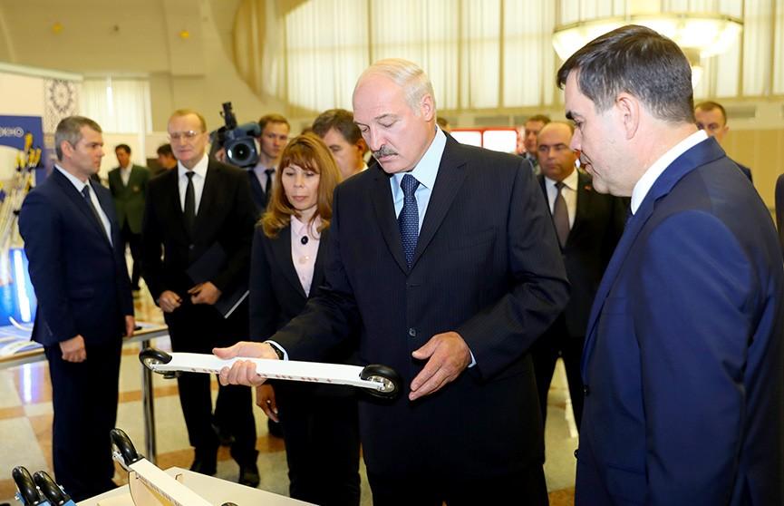 Президент: Беларусь должна отказаться от импорта и наладить в стране массовое производство специальной техники, спортивного инвентаря и музыкальных инструментов