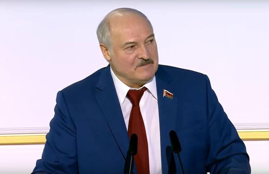 Лукашенко: Кто у власти, тот и вор – такое мнение бытует в народе. В Беларуси не так