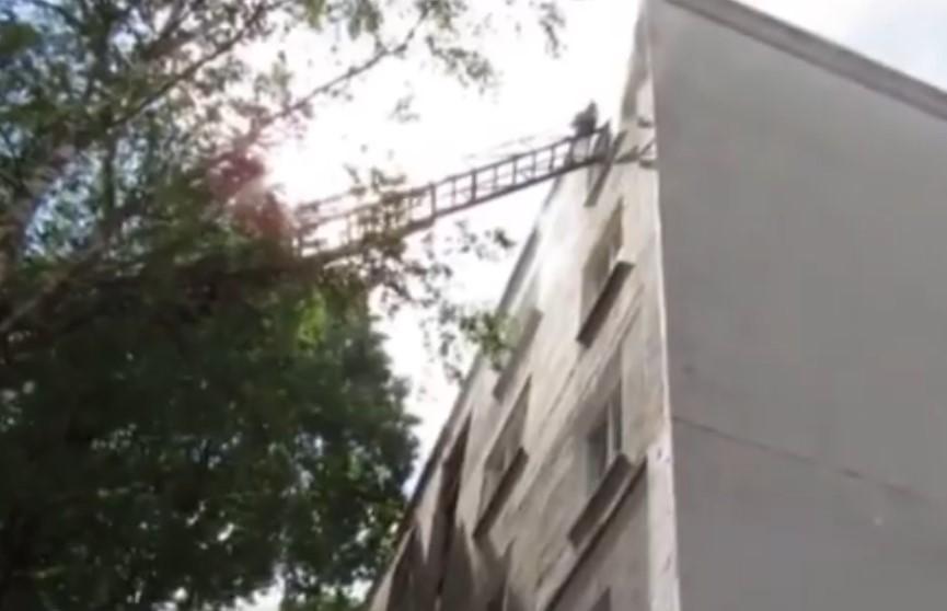 Пожар в Новополоцке: «Квартира горит и из квартиры мужчина в окно смотрит»