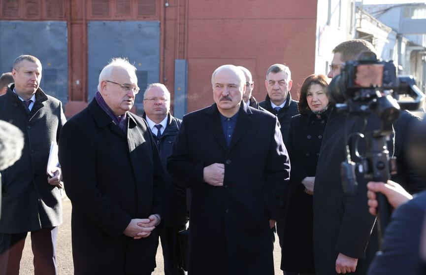 Александр Лукашенко: потерять мотовелозавод ни в коем случае нельзя