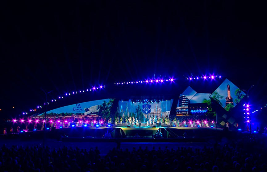 Воздушные поцелуи и клятва на верность городу: самые трогательные моменты празднования 1000-летия Бреста