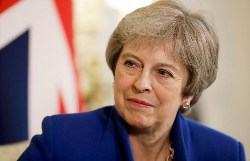 Правительство Терезы Мэй избежало вотума недоверия