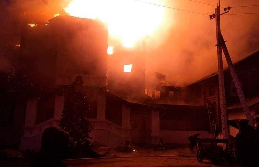 Гостиничный комплекс горел в Подмосковье
