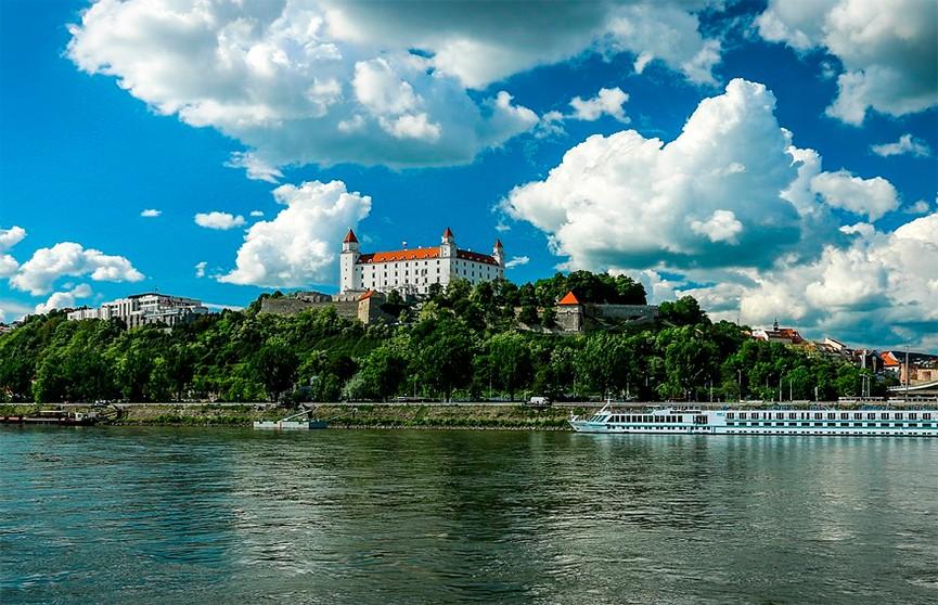 В Словакии власти введут штрафы за выезд на отдых за границу