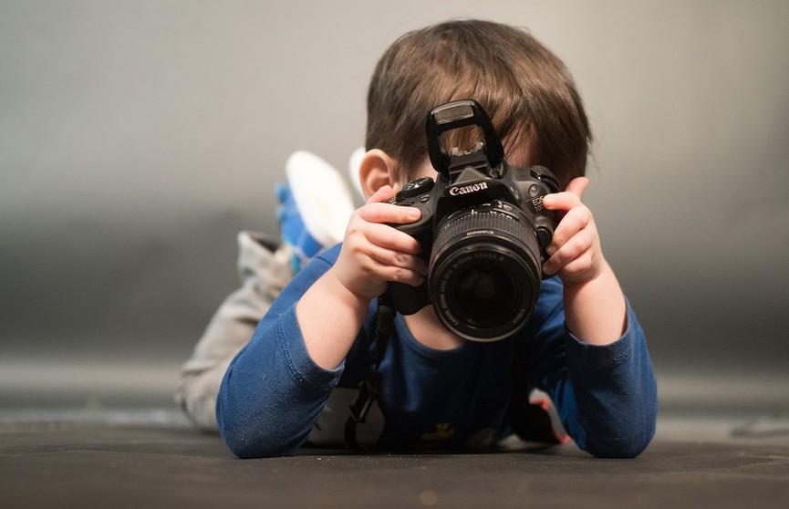 Как правильно фотографировать детей дома: топ-5 правил