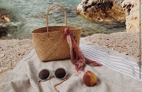 Путешественники назвали способы уберечь ценные вещи на пляже
